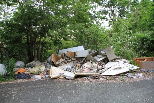 不法投棄は依頼者にも罰則あり!産業廃棄物の不適正処理に巻き込まれないためには